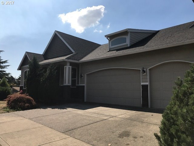 8655 SE Clearwater Ct, Happy Valley, OR 97086