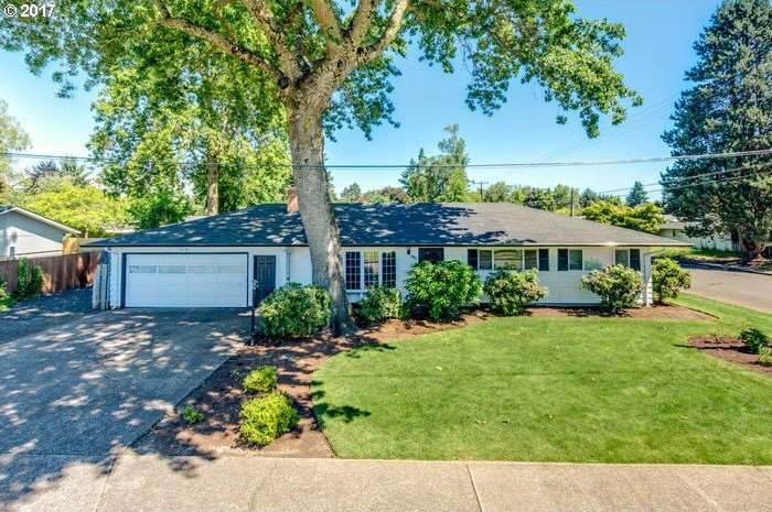 301 NW 18th Pl, Mcminnville, OR 97128