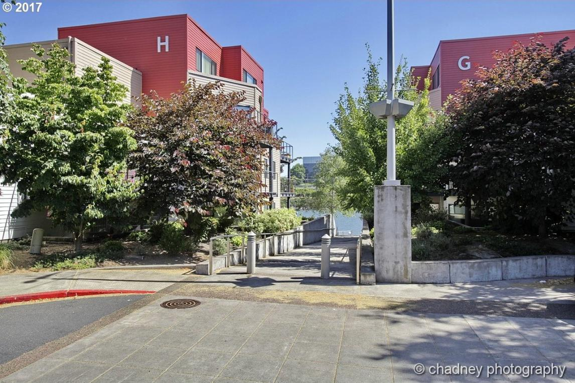 820 NW Naito Pkwy #G-4, Portland, OR 97209