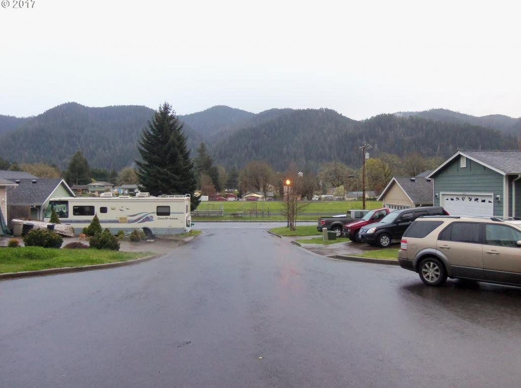 Bobbe Way, Oakridge, OR 97463