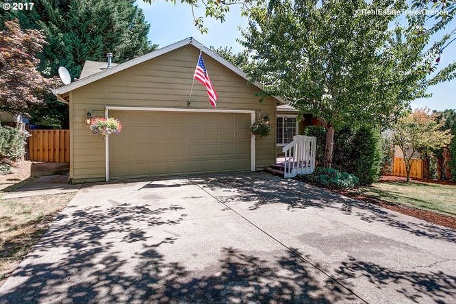 156 NW Cherry St, Dundee, OR 97115