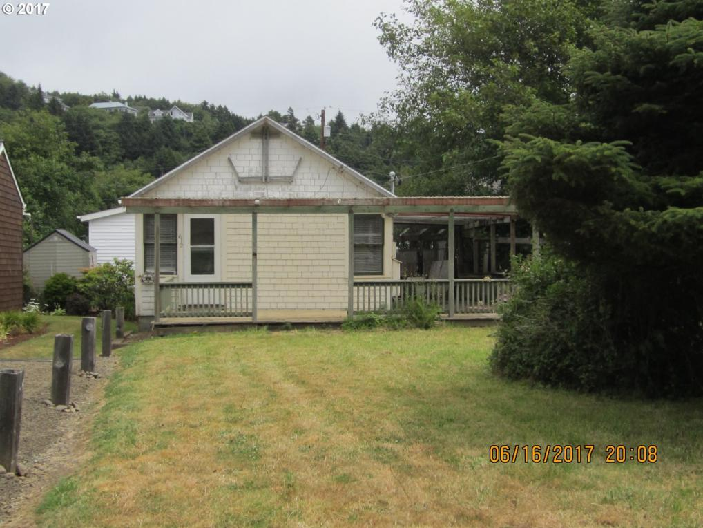 612 S Anchor St, Rockaway Beach, OR 97136