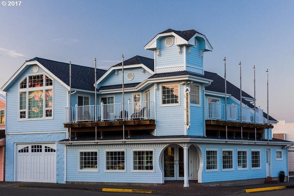 1411 Bay St, Florence, OR 97439