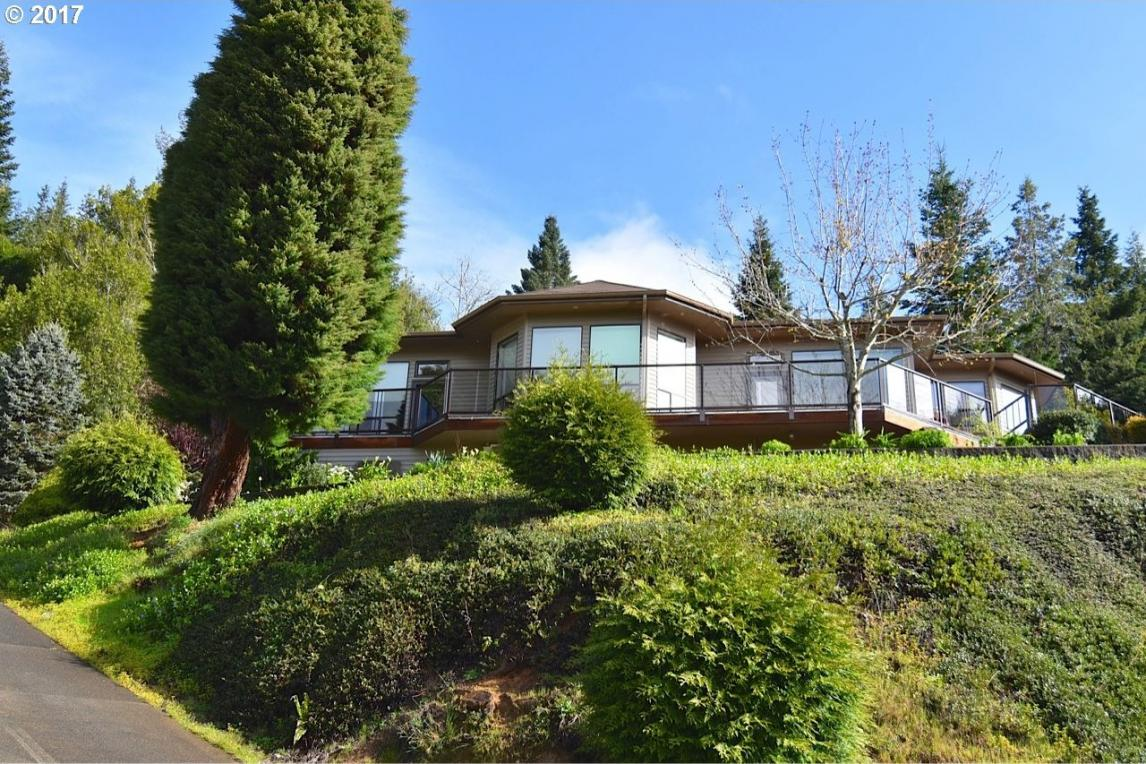 1498 W 14th Pl, Coquille, OR 97423