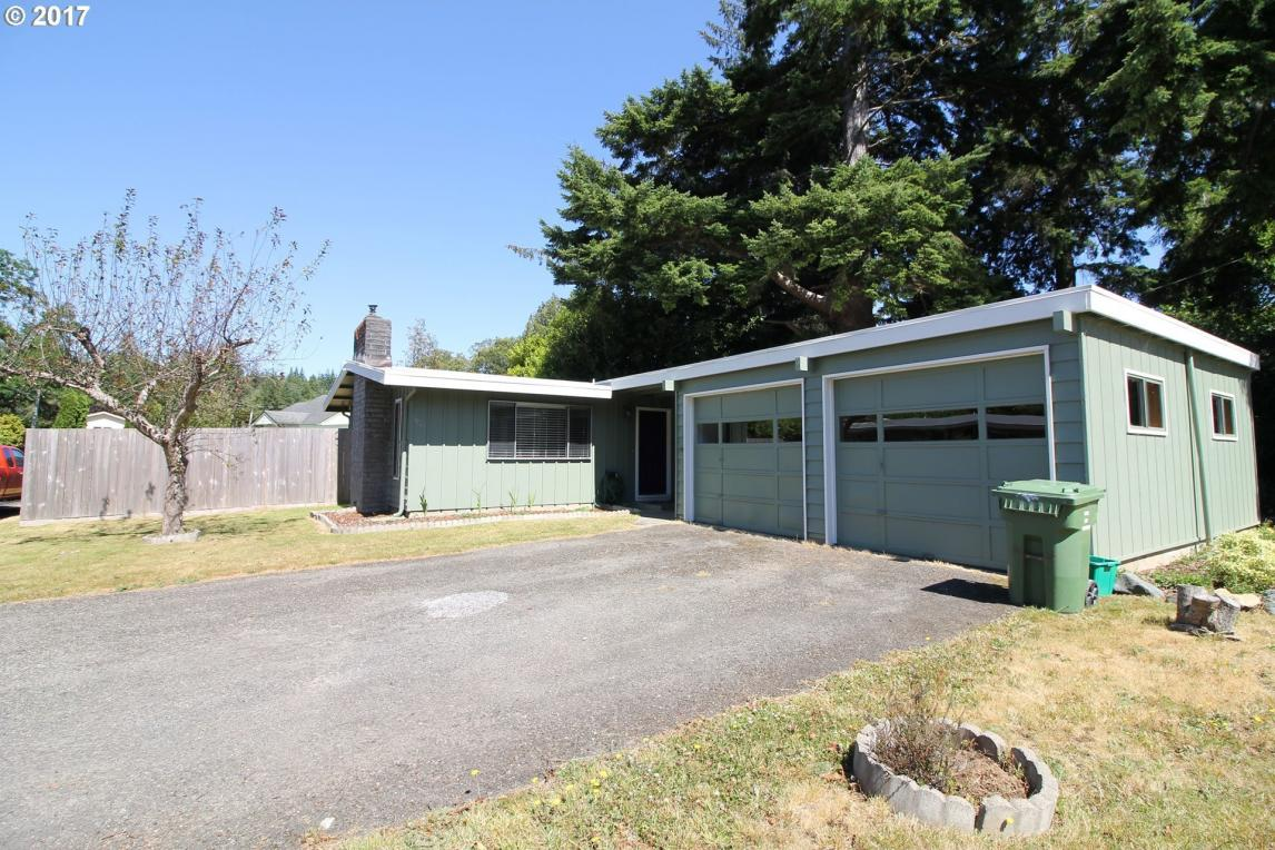 1635 Woodland Ct, Coos Bay, OR 97420