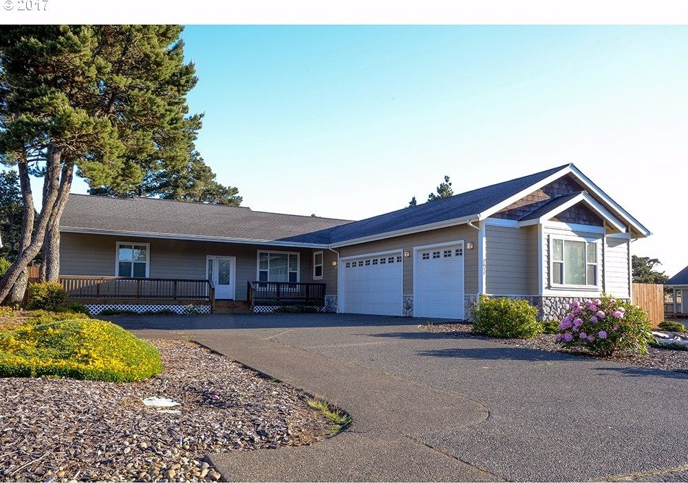 2037 Royal St Georges Dr, Florence, OR 97439