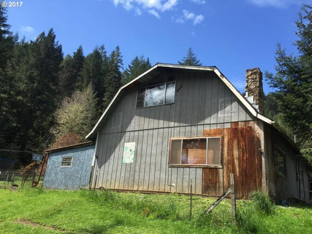 712 Sibold Canyon Rd, Tenmile, OR 97481
