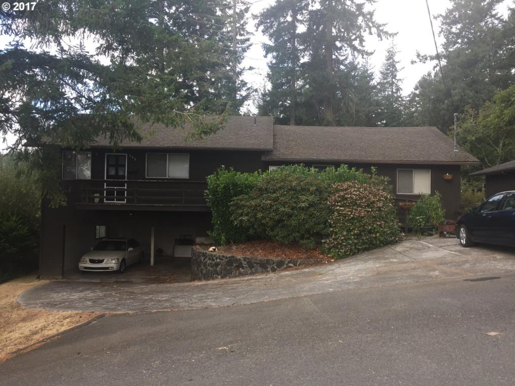 957 S 11th St, Coos Bay, OR 97420