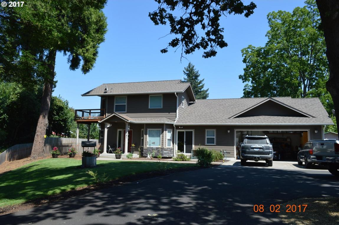 602 N 8th St, Cottage Grove, OR 97424