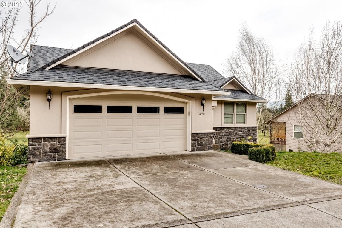 850 Holly Ave, Cottage Grove, OR 97424