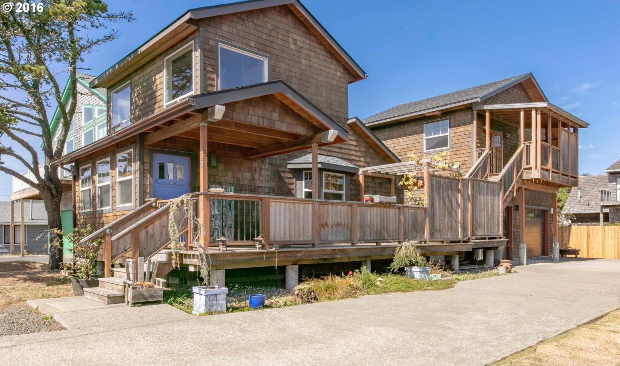 228 14th Ave, Seaside, OR 97138
