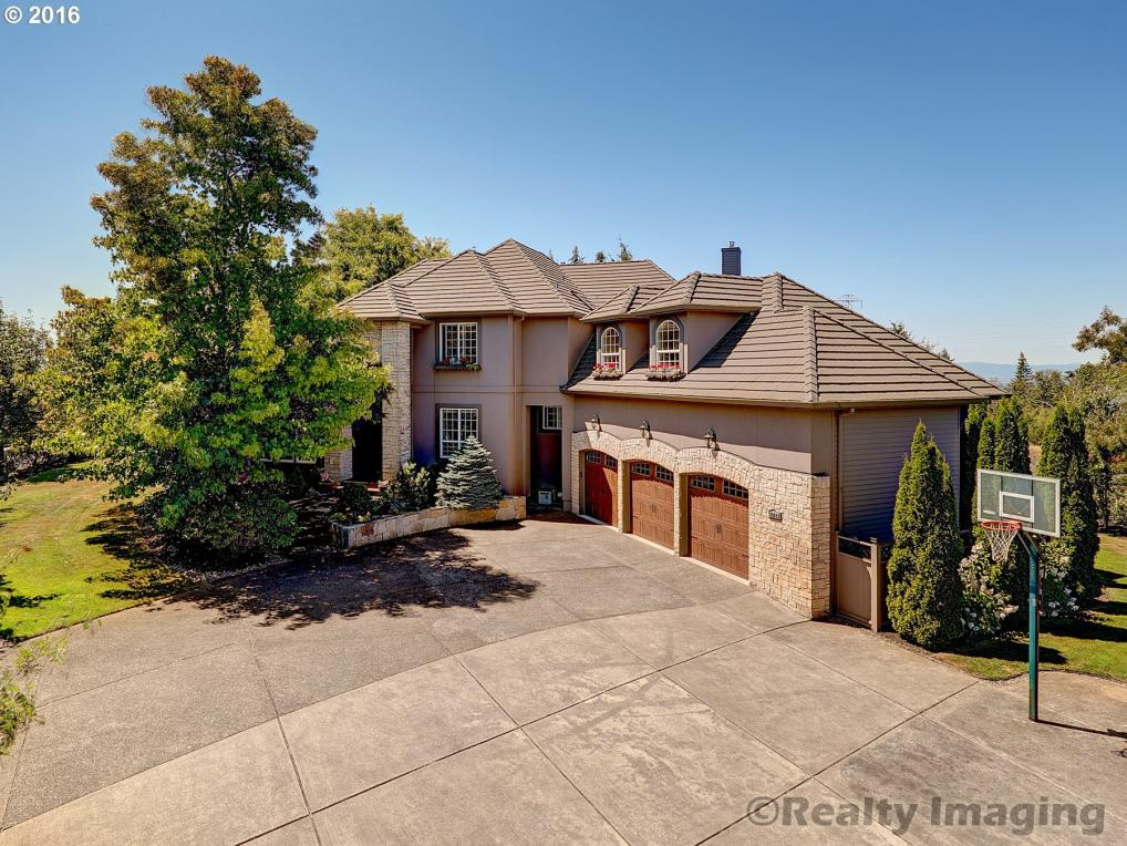 10045 NW Skyview Dr, Portland, OR 97231
