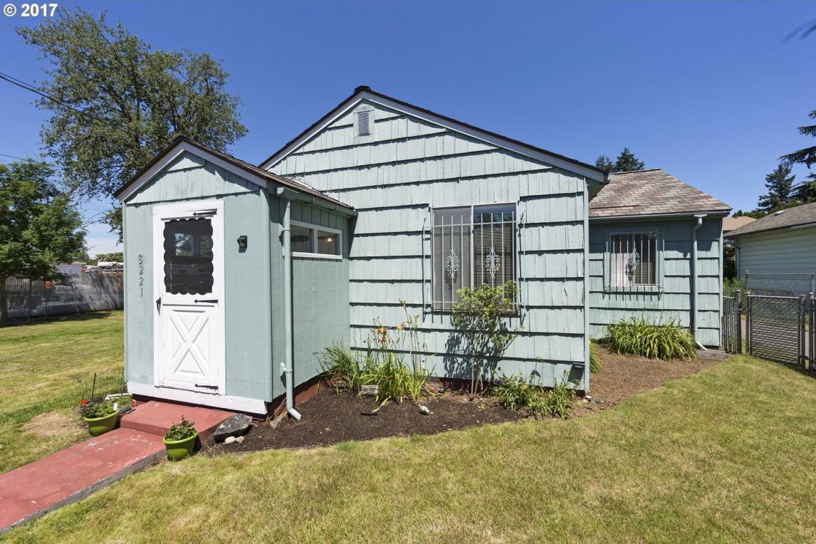 8221 SE Gray St, Happy Valley, OR 97086