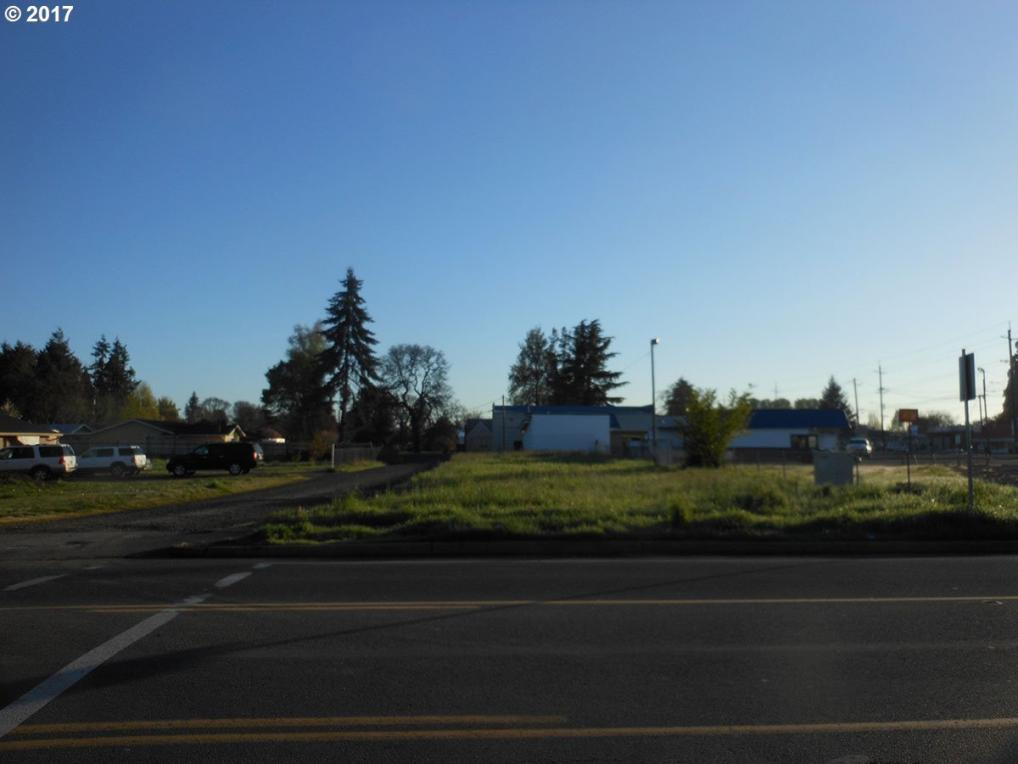 Young St, Woodburn, OR 97071