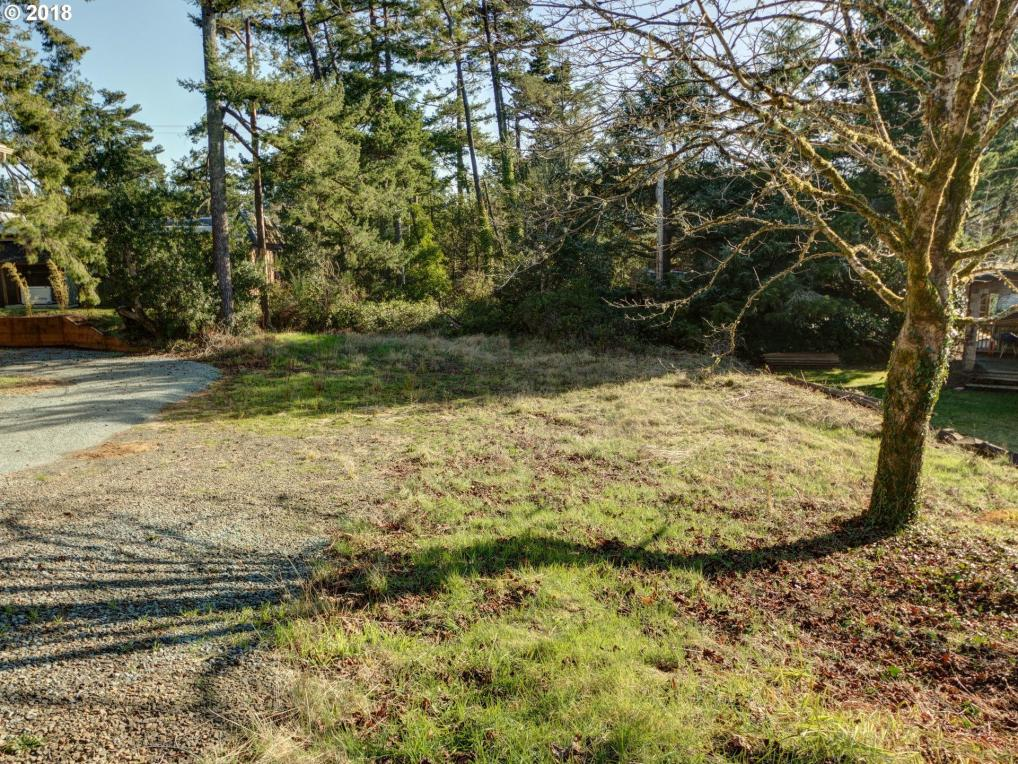 Laurel Ave, Manzanita, OR 97130