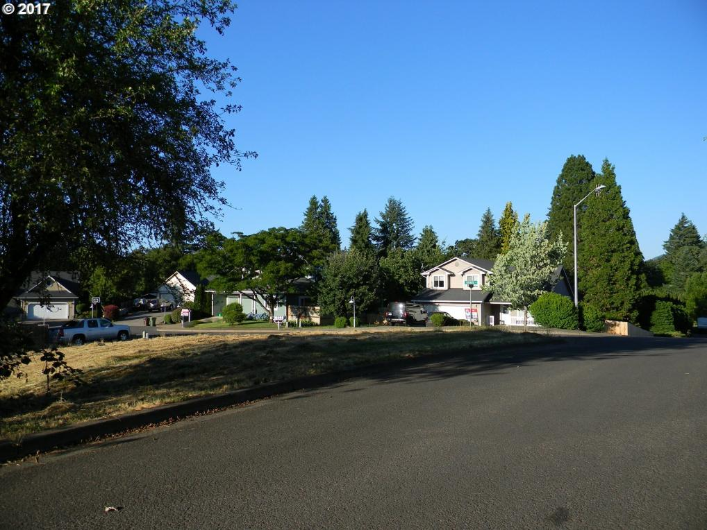 Girard Ct, Cottage Grove, OR 97424