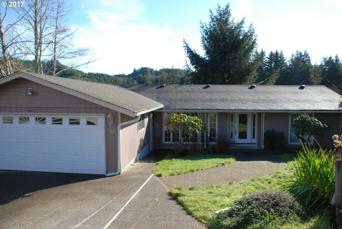 922 Fern Pl, Reedsport, OR 97467