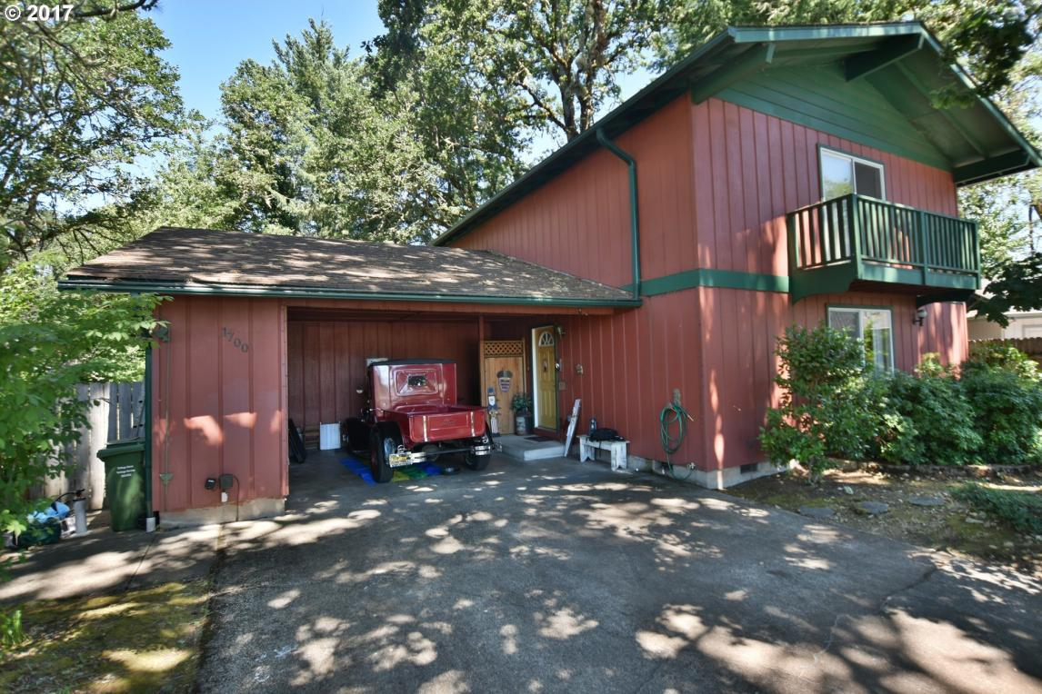 1700 Anthony Ct, Cottage Grove, OR 97424