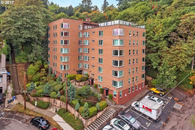 1205 SW Cardinell Dr #404, Portland, OR 97201