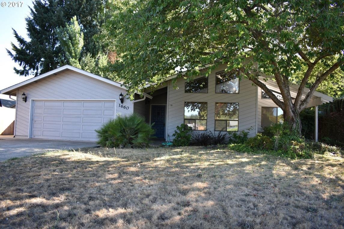 1660 NW Youngwood Ct, Roseburg, OR 97471