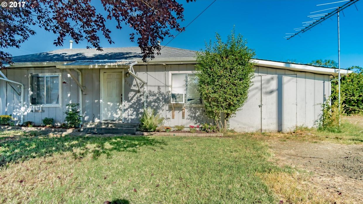 218 NW Lost Ln, Winston, OR 97496