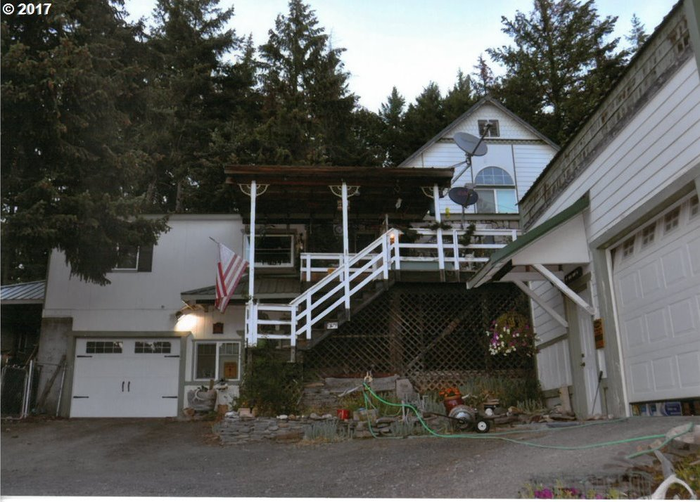 359 Oak Park Ln, Tygh Valley, OR 97063