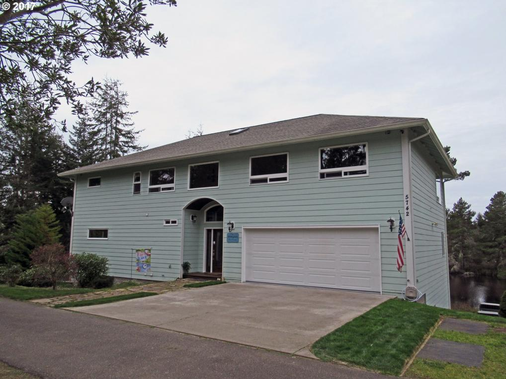 5742 Nicholson Rd, Florence, OR 97439
