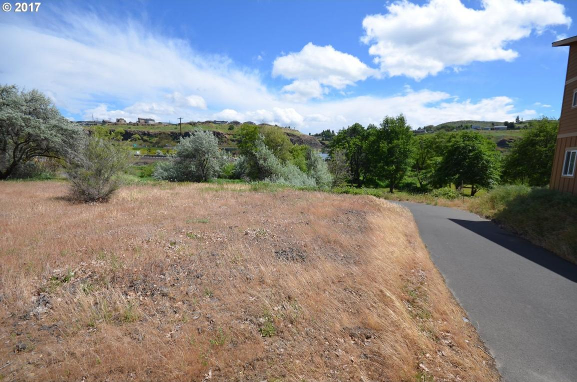 198 Honeysuckle Ln, The Dalles, OR 97058