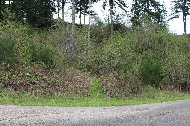 Golf Course Ln, North Bend, OR 97459