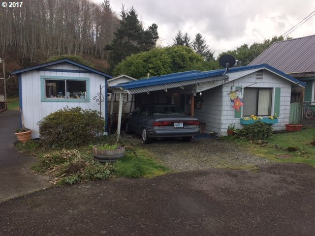 750 Clearlake Ave, Winchester Bay, OR 97467