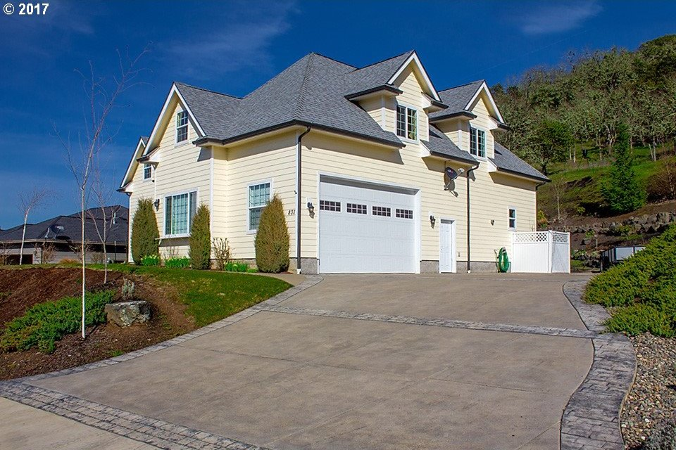 831 North View Dr, Winchester, OR 97495