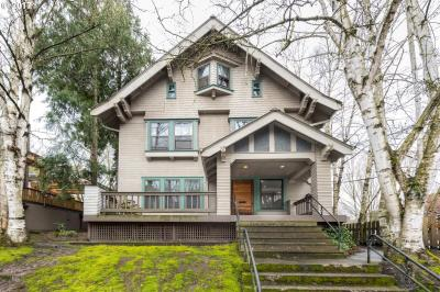 Photo of 825 NW 22nd Ave, Portland, OR 97210