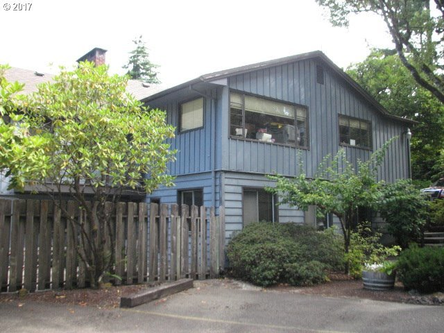 2085 W Thompson Rd, Coos Bay, OR 97420