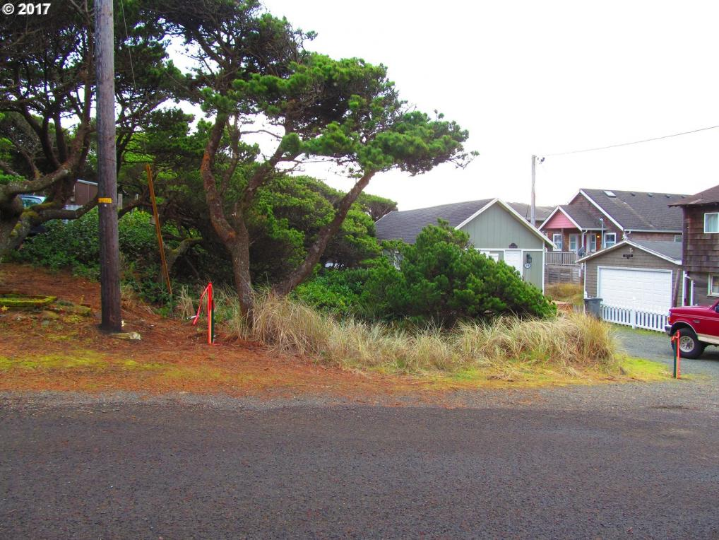 144 NW 13th Ave, Rockaway Beach, OR 97136