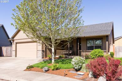 1032 S 40th Pl, Springfield, OR 97478