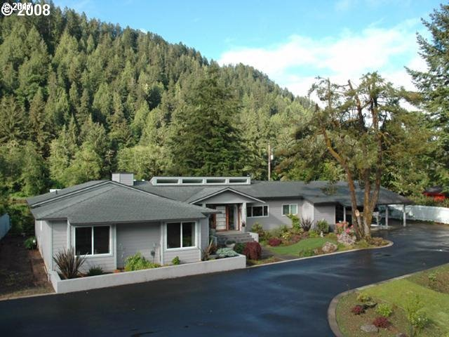 9172 Phey Ln, Florence, OR 97439