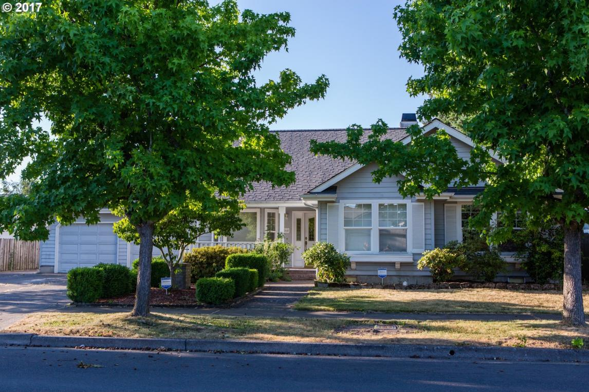 864 V St, Springfield, OR 97477