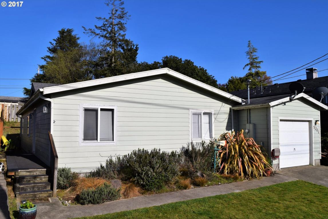 1033 Augustine Ave, Coos Bay, OR 97420