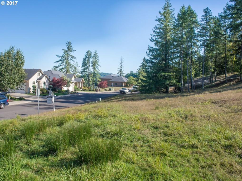 1135 Holly Ave, Cottage Grove, OR 97424