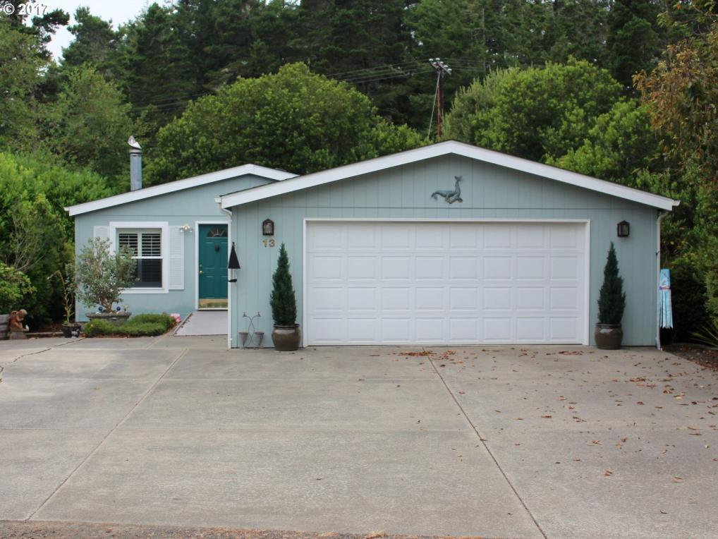 1600 Rhododendron Dr #13, Florence, OR 97439