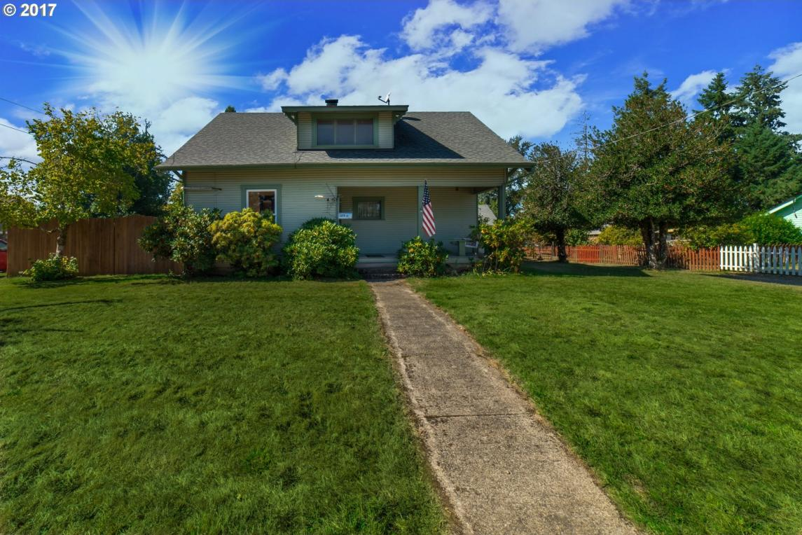 1215 S 4th St, Cottage Grove, OR 97424