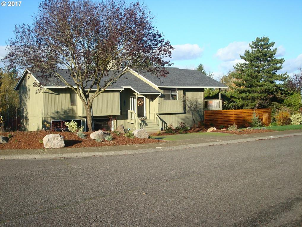 2188 Club House Dr, West Linn, OR 97068