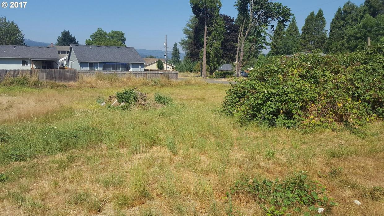 S 11th St, Cottage Grove, OR 97424