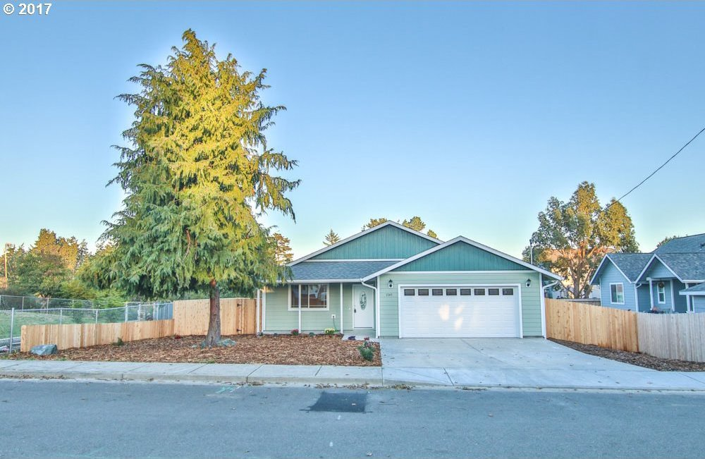 1345 Fenwick St, Coos Bay, OR 97420