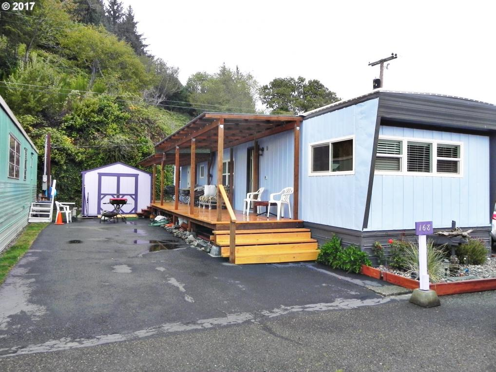168 Riggs Hill Ln, Winchester Bay, OR 97467