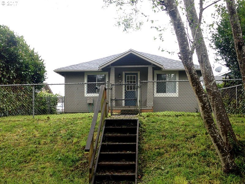 385 Clark St, North Bend, OR 97459