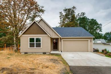 185 S 6th St, St. Helens, OR 97051