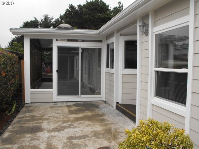 1601 Rhododendron Dr #536, Florence, OR 97439