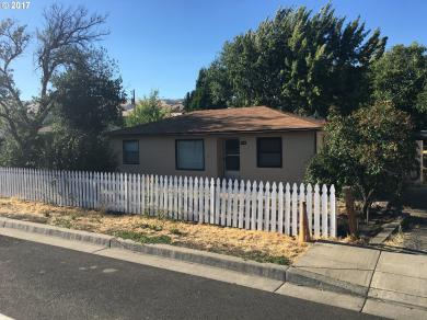 725 Chenowith Loop Rd, The Dalles, OR 97058