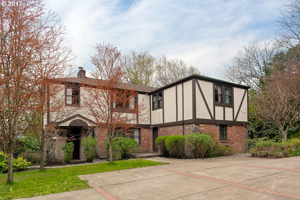 7080 SW Canyon Crest Dr, Portland, OR 97225